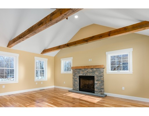 19 Hampstead St, Methuen, MA 01840