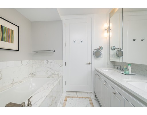 Condominium/Co-Op for sale in The Clarendon, 15C Back Bay, Boston, Suffolk