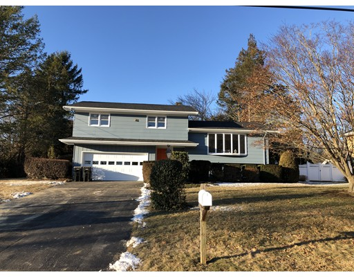 4 Heritage Dr, Dartmouth, MA 02747