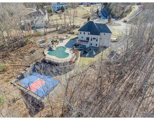 5 Hawkes Brook Ln, Methuen, MA 01844