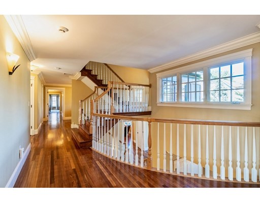 1589 Beacon St, Newton, MA 02468