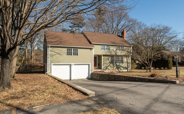 9 Roundy Road Lynnfield MA 01940