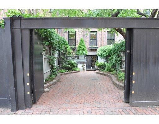5 Beds, 5 Baths home in Boston for $4,975,000