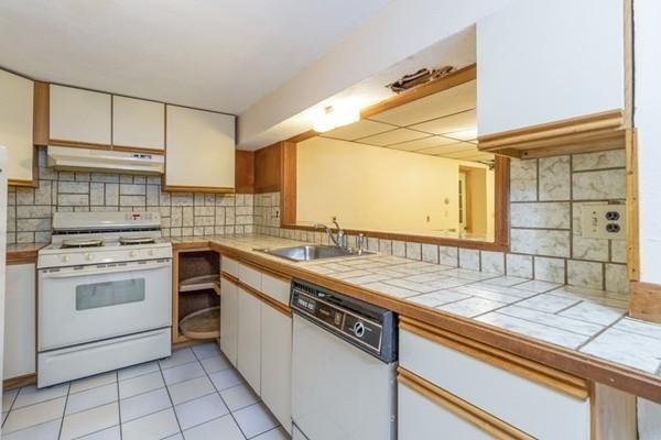 8 Kittredge Street Walpole MA 02081