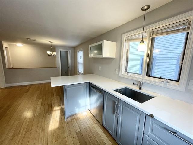 114 Buttonwood Boston MA 02125
