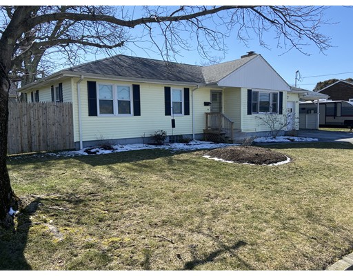 Adorable Ranch located in a great family neighborhood.  This home features 3 bedrooms, 1 bath, partially finished basement, and 1 car garage.  Beautiful hardwood floors throughout the home.  Come by and check it out, this house won't last long! Motivated Seller.