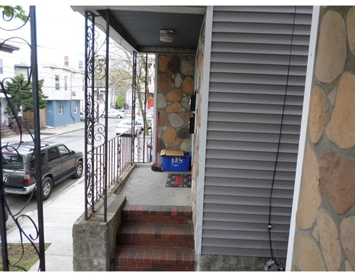 8 Lynn St, Chelsea, MA 02150