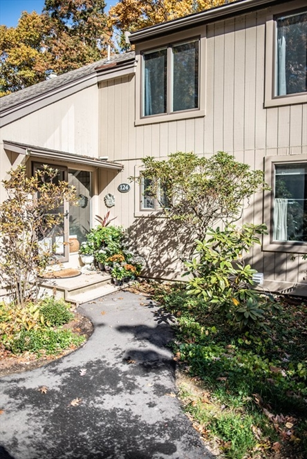 124 Chestnut Circle, Lincoln, MA Image 1