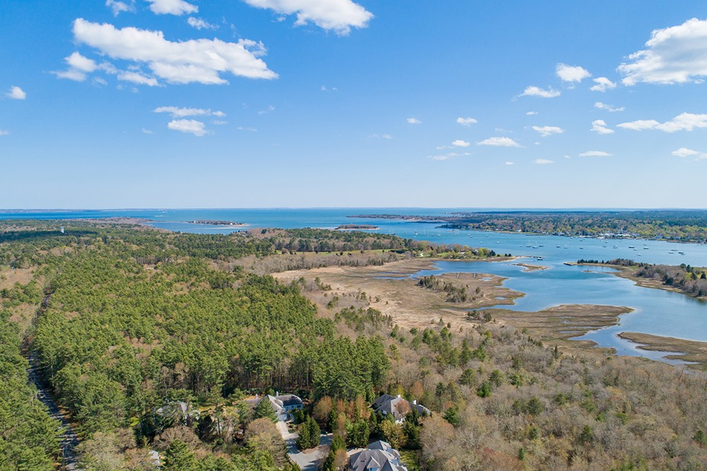 One of the last chances to build in one of Marion's most highly sought after locations of Hammetts Cove. The beautiful wooded lot is located close to area golf courses, marinas and some of the finest sailing waters in New England.