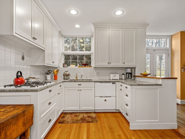 40 Seaver St, Wellesley, MA, 02481,  Home For Sale