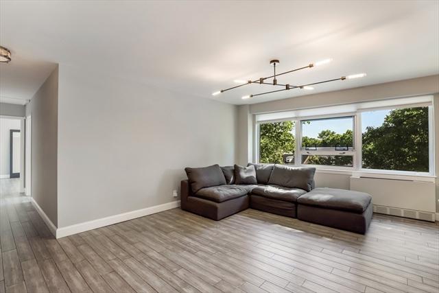 10 Hammond Pond Pkwy, Newton, MA, 02467, Chestnut Hill Home For Sale