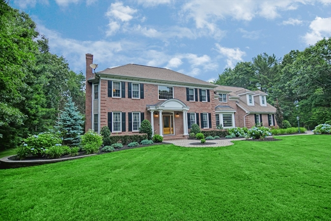 23 Settlers Drive Lakeville MA 02347