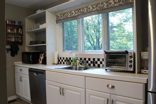 35 The Hollow, Amherst, MA: $298,000