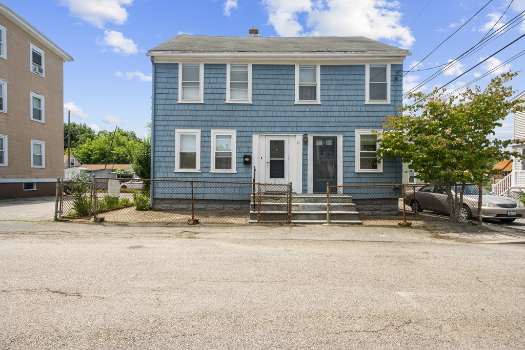 GREAT HOME THAT NEEDS SOME WORK AND UPDATES.  MUCH POTENTIAL CLOSE WALK TO DOWNTOWN BRISTOL.
