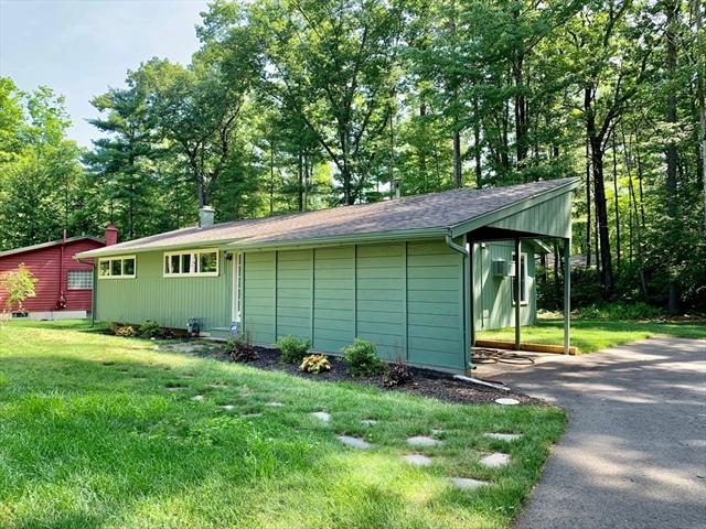 18 Hickory Lane Amherst MA 01002