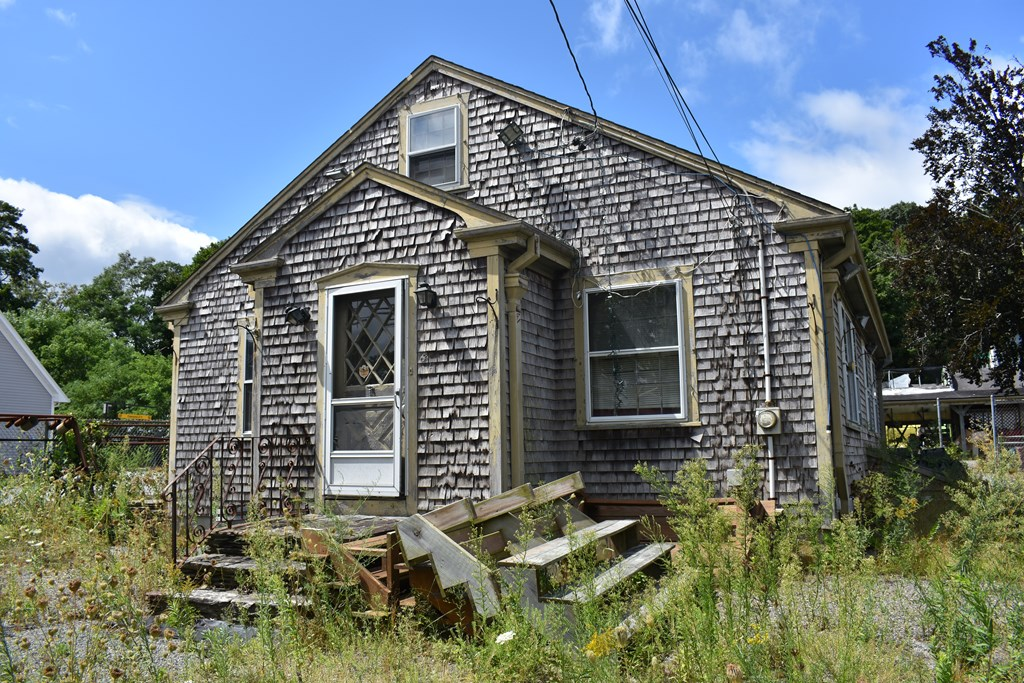 1377 square foot building in a great location with high traffic near airport and highways.