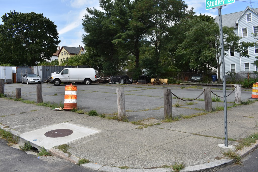 Parking lot with building possibilities in a high traffic area.  Buyer to perform due diligence.