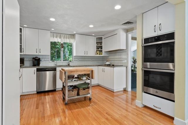 32 BERRYWOOD Lane Beverly MA 01915