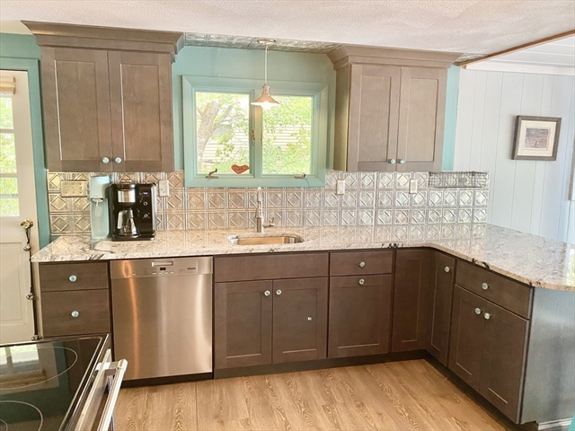 41 Lakeview Boulevard Plymouth MA 02360