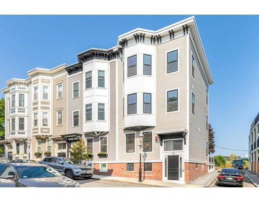 2 Beds, 2 Baths home in Boston for $820,000