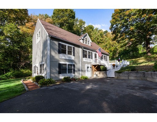 4 Beds, 3 Baths home in Amesbury for $689,900