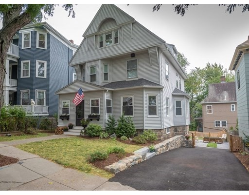 6 Beds, 3 Baths home in Boston for $899,000