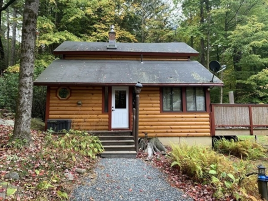 245 North Ln, Northfield, MA: $194,000