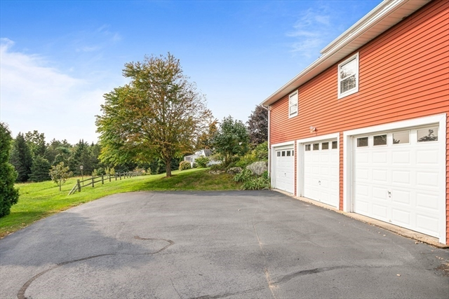 15-17 Apple Road Brimfield MA 01010