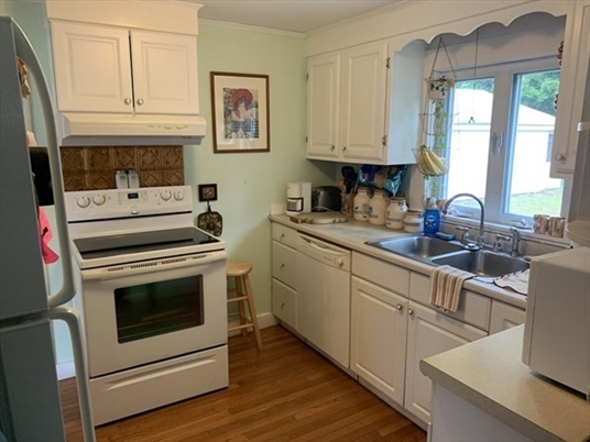73 Lincoln St, Greenfield, MA: $164,000