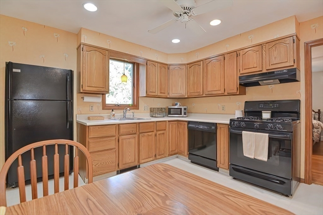 20 HOLBROOK Road North Andover MA 01845