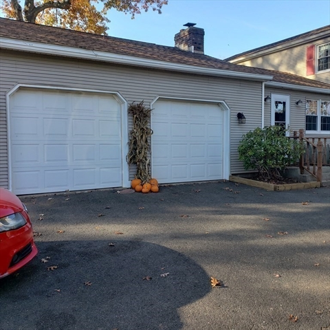 5 Red Oaks Circle Agawam MA 01030
