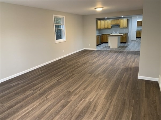 23 Oak St, Gill, MA: $310,000