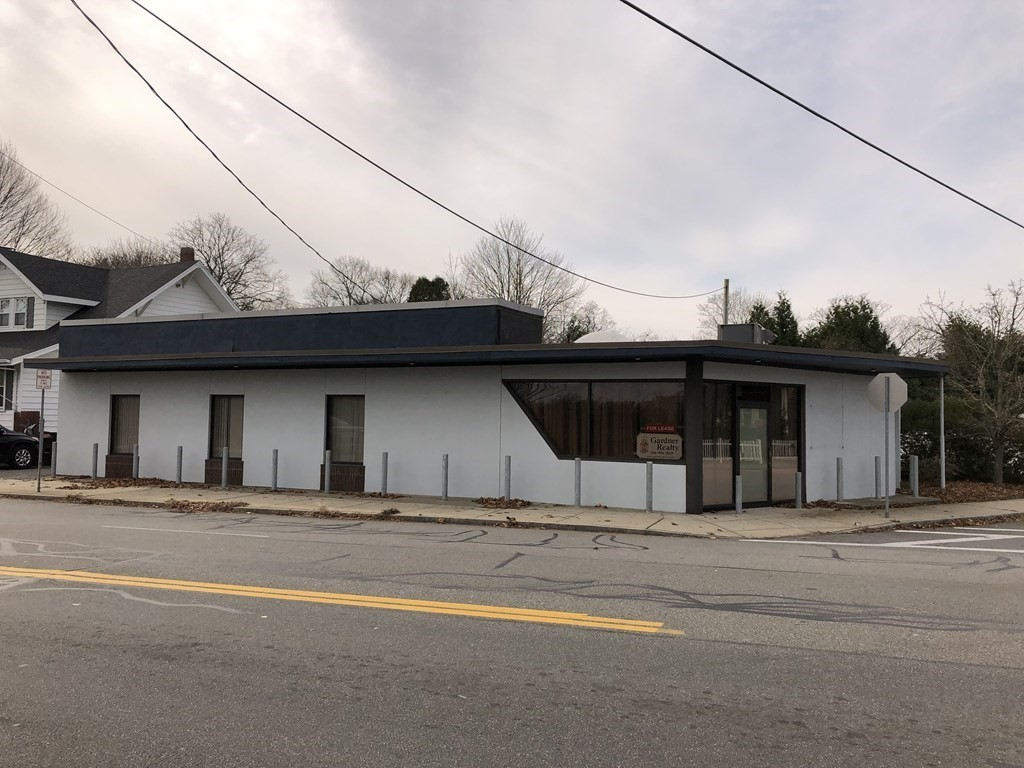 A wonderful opportunity for your business!  Ideal day care center, one level with 10+ rooms.  Very convenient location, high visibility, includes nice fenced in outdoor activity area, plenty of parking in private lot.  Possible medical or professional offices, great space that you should see!