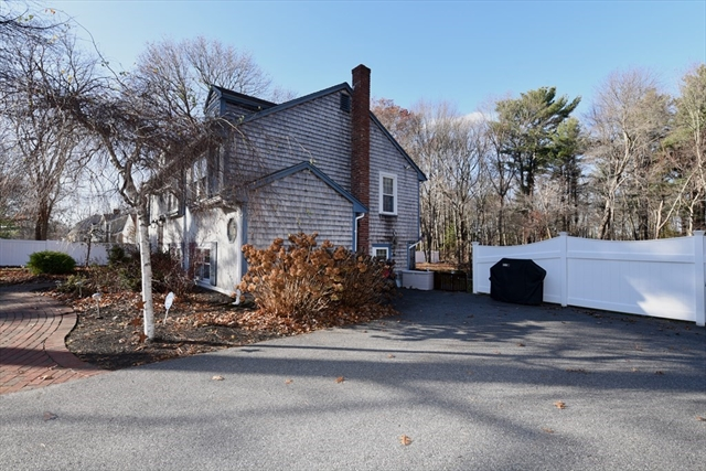 204 Holly Ridge Hanson MA 02341