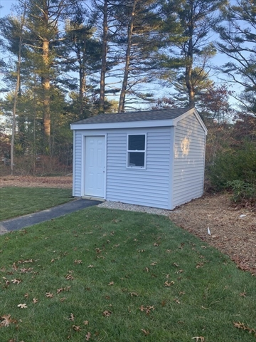 40 Pipers Way Carver MA 02330
