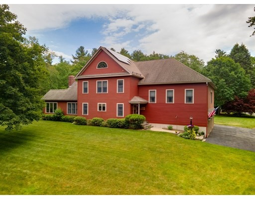 4 Beds, 5 Baths home in Northborough for $975,000