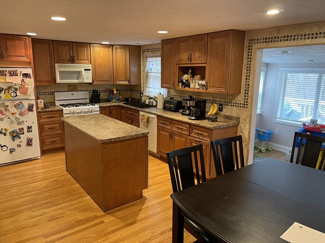 17 Brentwood Drive Reading MA 01867