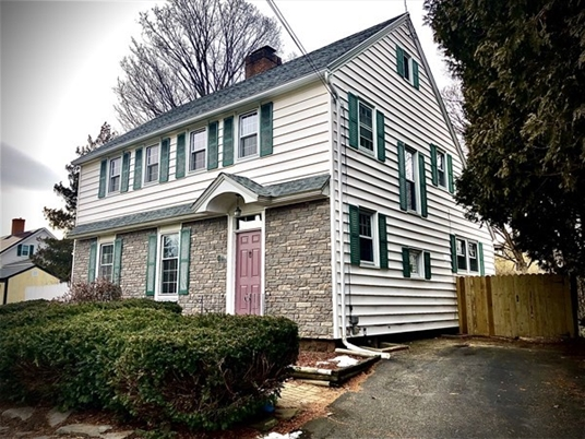 194 High St, Greenfield, MA: $289,900
