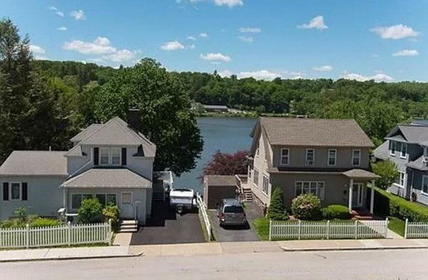 16 Indian Lake Parkway Worcester MA 01605