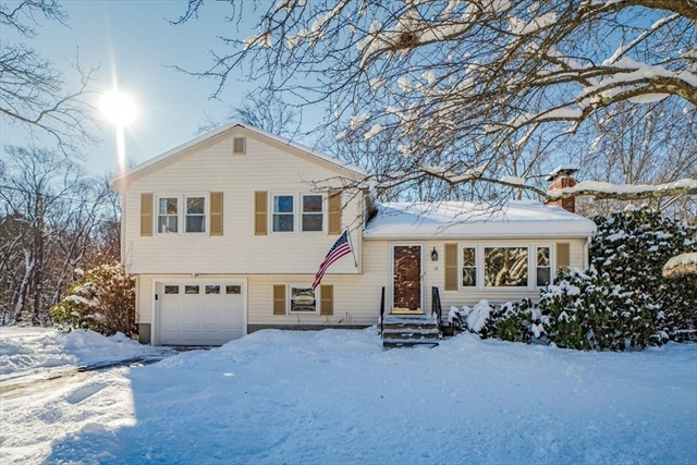 19 Longmeadow Road Medfield MA 02052