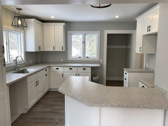15 Ferrante Ave, Greenfield, MA: $325,000