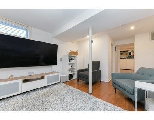 646 Newton St #1, Brookline, MA 02467