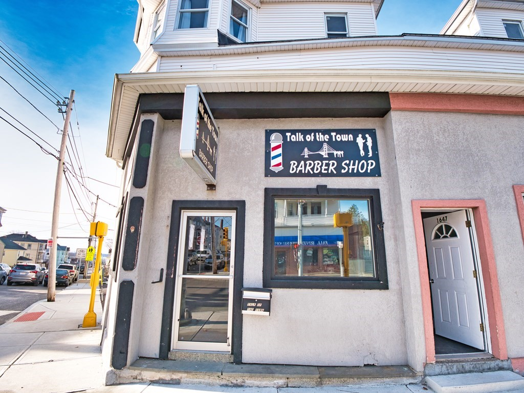 Incredible space for lease in a prime location! Once used for a barber shop, this 1400 sq. ft. retail space provides great potential. If you have been looking for the perfect rental space, this is it! Perfect for a barber shop, private gym, office… you name it! Settled on a corner lot on South Main St. with maximum exposure and close to numerous restaurants, schools, shopping and more. Are you ready to take the next step for your business? Schedule a showing today!