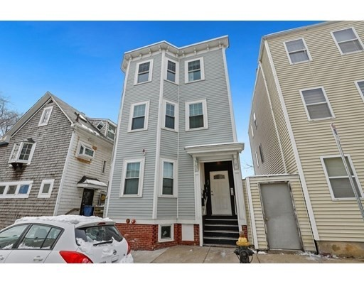 2 Beds, 2 Baths home in Boston for $729,000