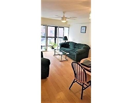 1 bed, 1 bath home in Arlington for $480,000