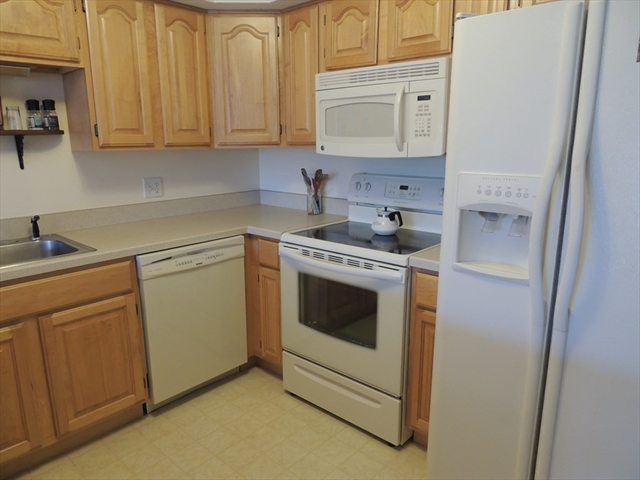 24 Greenleaves Drive Amherst MA 01002