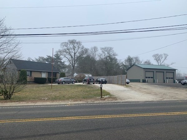 Looking for a great investment? Very nice Single family home and commercial 3 bay Garage!! Location! Location! Location!! Looking for a spot to run your business out of? Here it is!!!Single family is rented for $1600 and Garage is rented for $1600!! Below market rent! Room to increase to $2300 and $2100!!!