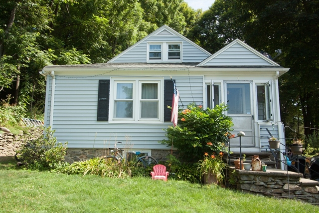 4 Willow Street Worcester MA 01603