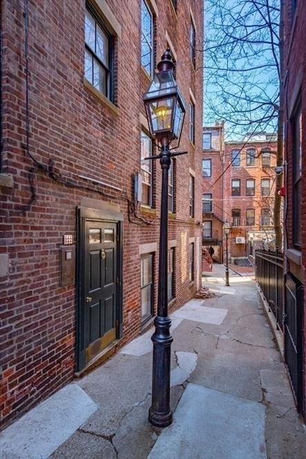 76 W Cedar St, Boston, MA Image 13
