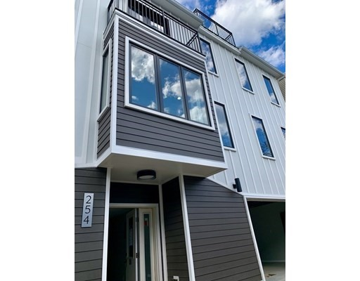 254-256 Everett #4, Boston, MA 02128